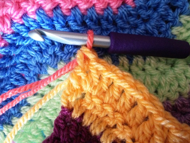 how to change colours knitting without tangles