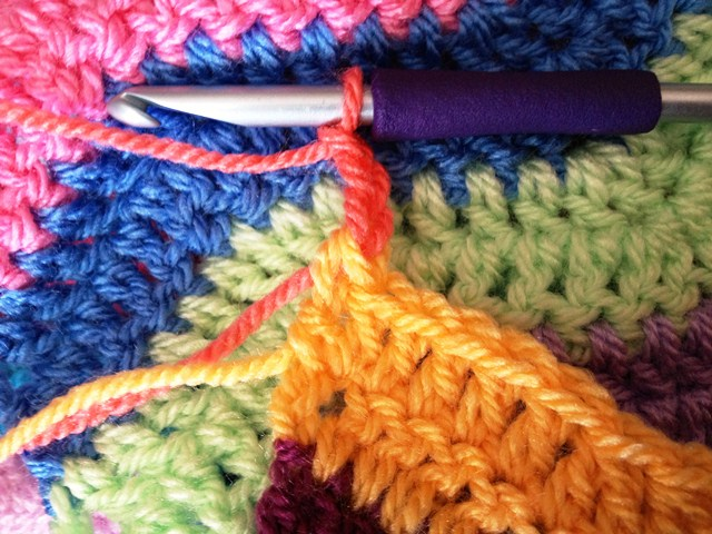 how to change colors in crochet in middle of row