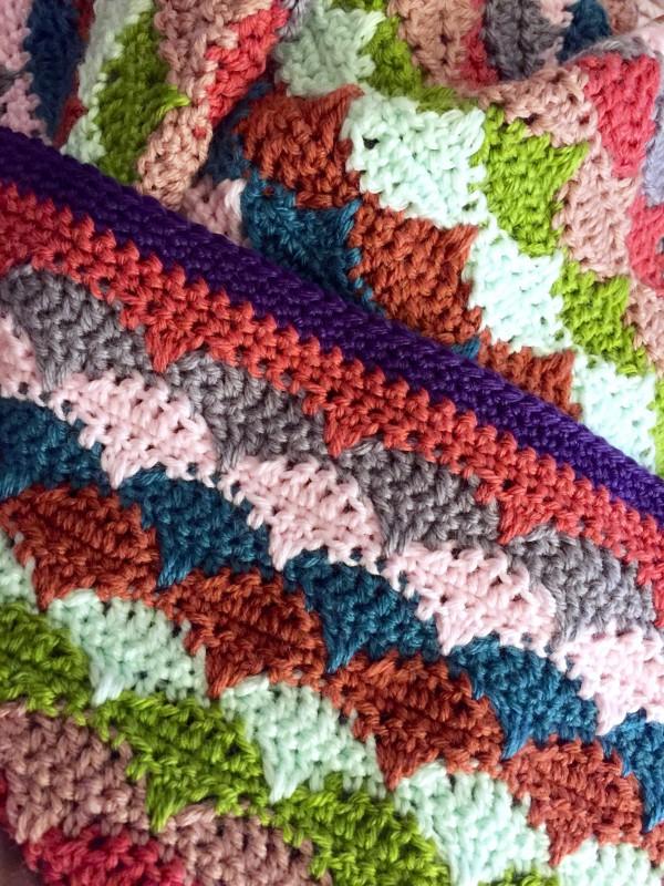 crochet clamshell blanket border, front view