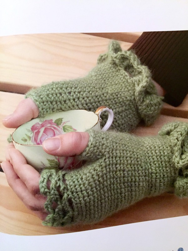 The Cool Girl's Guide to Crochet mitts